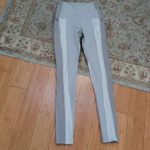 Gymshark leggings w side pockets in light gray, XS